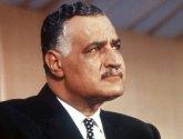 """لماذا تعمّد عمرو موسى """"تشويه"""" صورة عبد الناصر في مذكراته؟"""