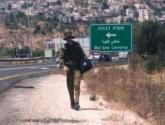 جيش الاحتلال يزعم اعتقال فلسطيني في طريقه لتنفيذ عملية متنكرا بزي جندي غرب رام الله