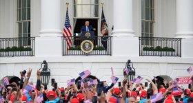 """ترامب يزعم أنه """"محصن"""" من كورونا ..."""